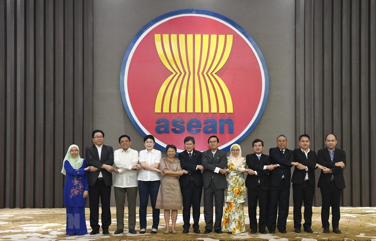 Các thành viên Đại diện thường trực tại ASEAN. (Ảnh : Hữu Chiến/TTXVN)