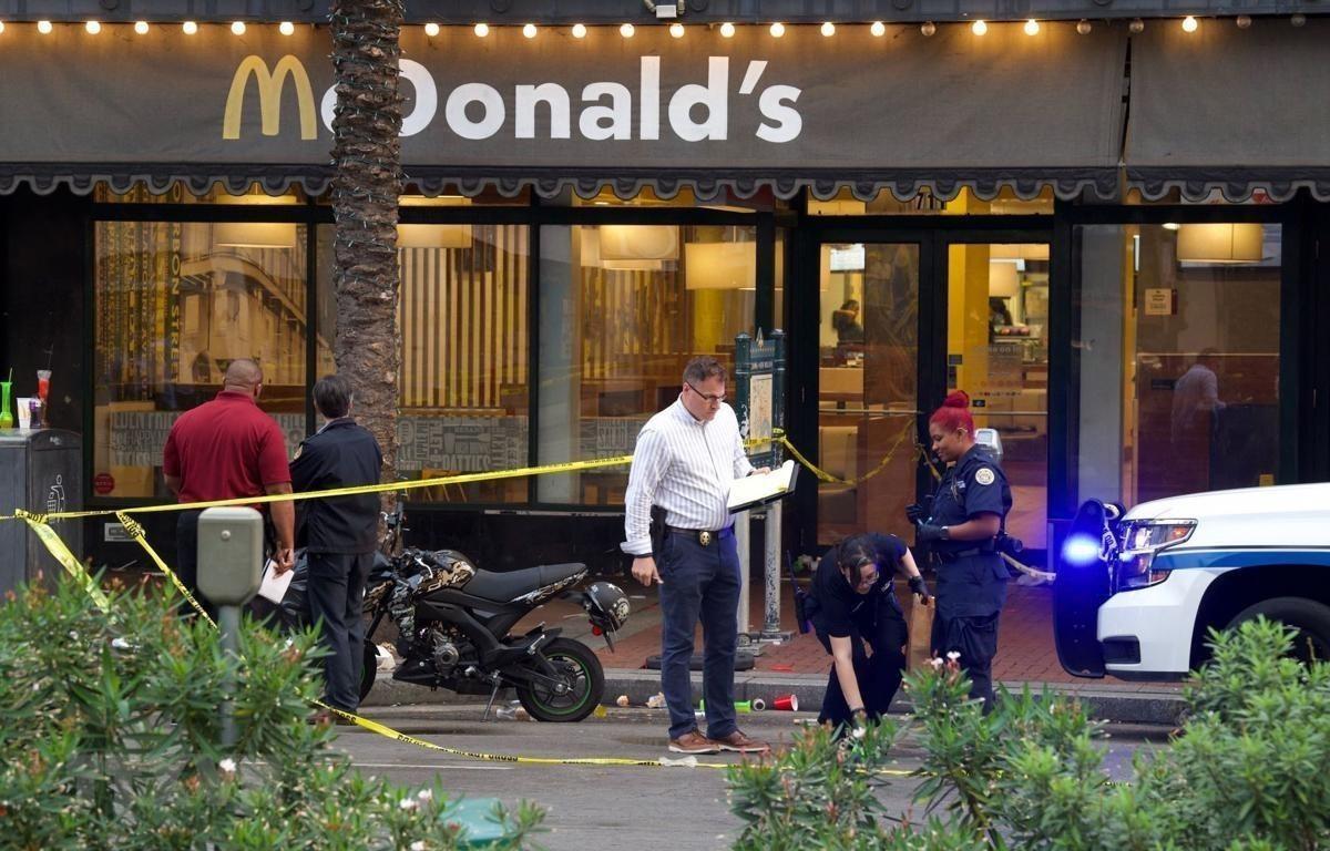 Trong ảnh: Cảnh sát điều tra tại hiện trường vụ xả súng ở New Orleans (Mỹ) ngày 1/12/2019. (Ảnh: NOLA.COM/TTXVN)