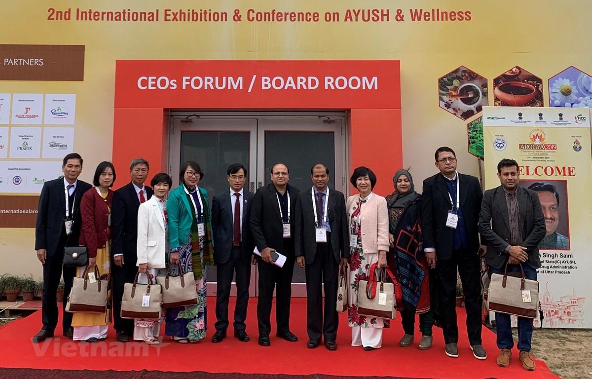 Đoàn Việt Nam tham dự Hội chợ và Hội nghị về y học cổ truyền International AROGYA 2019 tại Varanasi, Ấn Độ. (Ảnh: Huy Lê/Vietnam+)