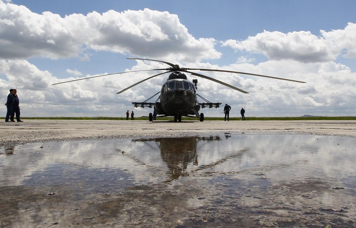Một máy bay trực thăng Mi-8 hạ cánh xuống sân bay Karaganda, Kazakhstan. (Ảnh: AFP/TTXVN)
