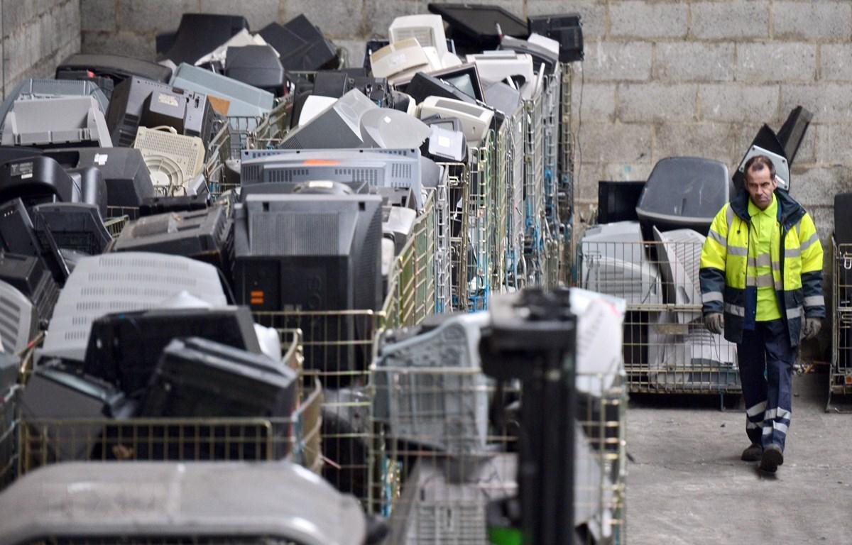 Rác thải điện tử ở Ploufragan, miền tây Pháp. (Ảnh: AFP/TTXVN)