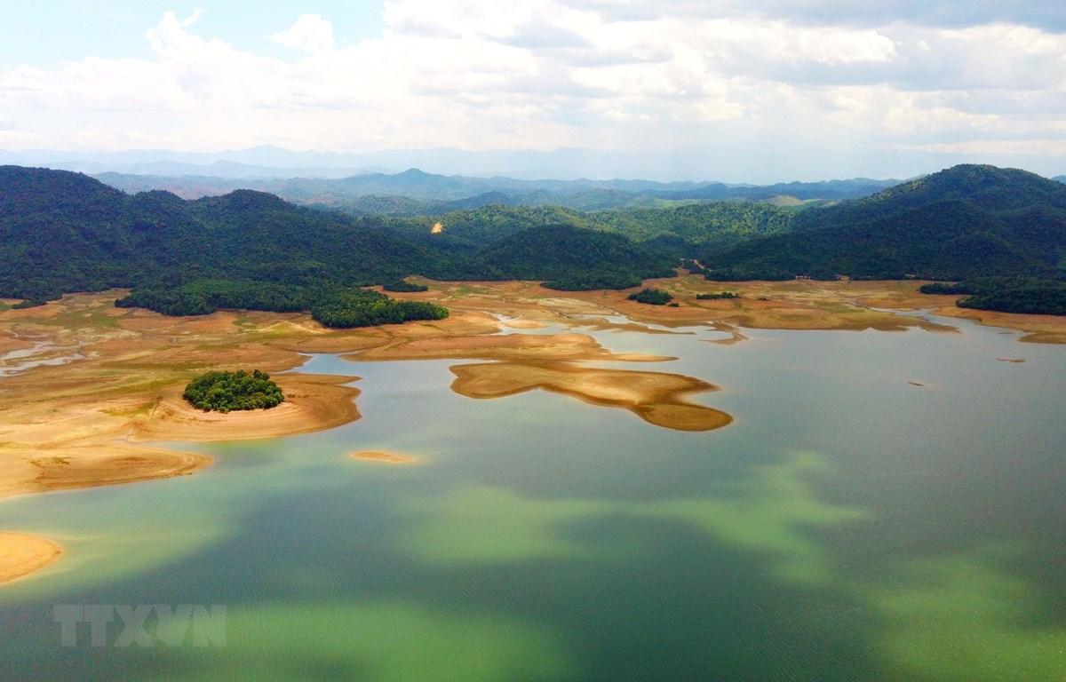 Hồ Kẻ Gỗ - Điểm du lịch xanh của Hà Tĩnh. (Ảnh: Nhật Anh/TTXVN)