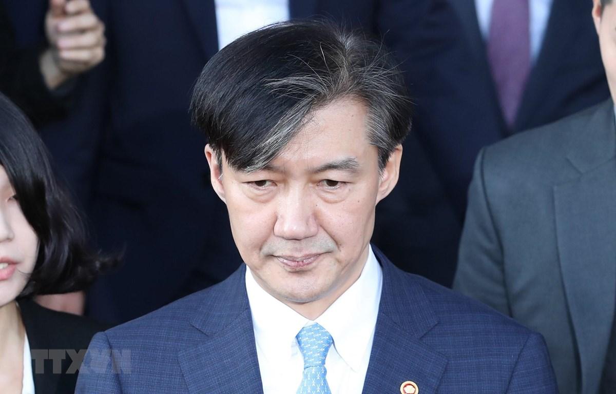 Cựu Bộ trưởng Tư pháp Cho Kuk rời khỏi văn phòng tại Gwacheon, phía nam Seoul ngày 14/10/2019. (Ảnh: YONHAP/TTXVN)