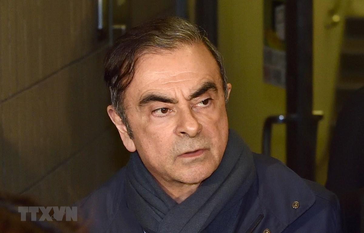 Cựu Chủ tịch Hãng Nissan Motor của Nhật Bản, ông Carlos Ghosn, rời khỏi văn phòng ở Tokyo ngày 3/4/2019. (Ảnh: AFP/TTXVN)