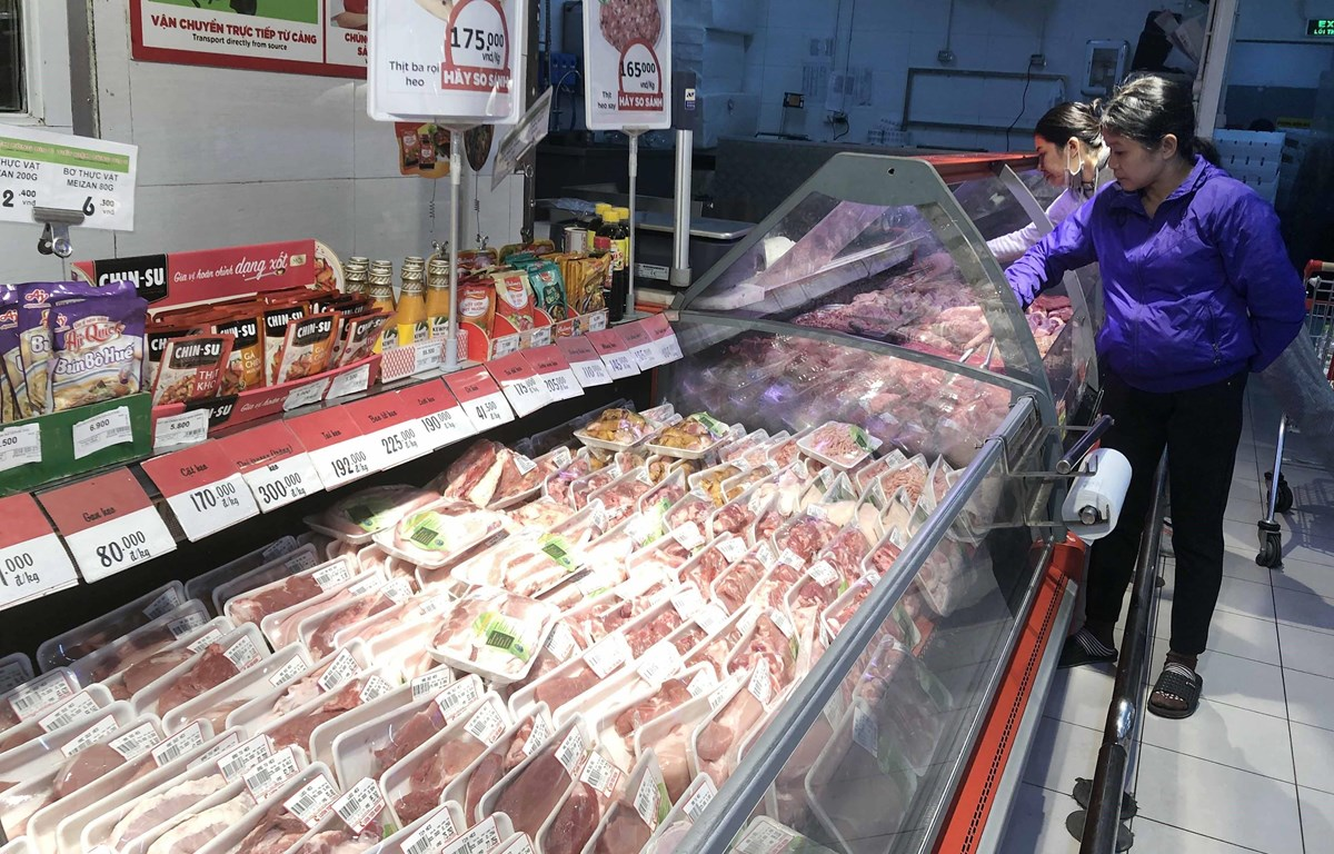 Khách hàng mua sắm tại siêu thị Big C Lê Trọng Tấn. (Ảnh: Trần Việt/TTXVN)
