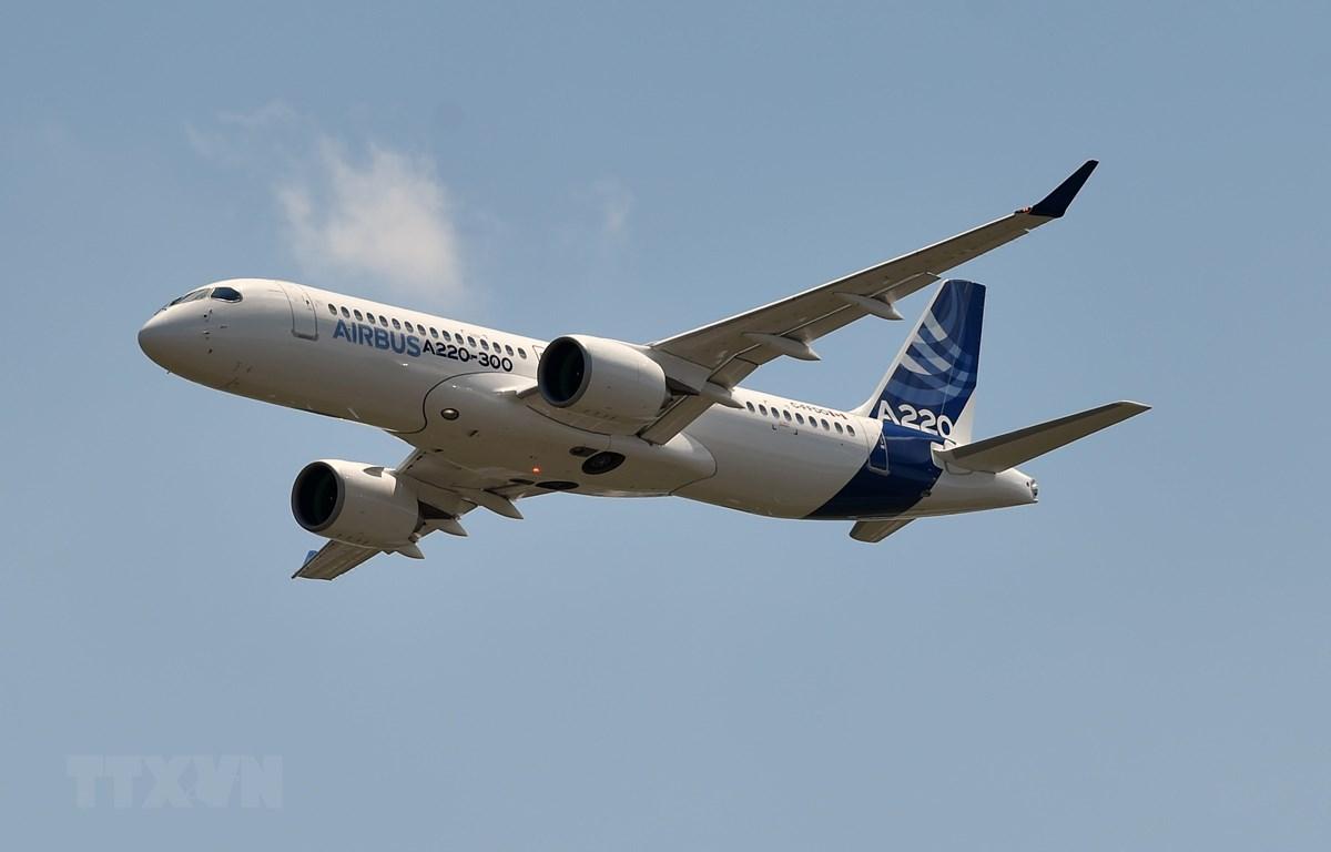 Lộ trình của nhiều chuyến bay tránh không phận Iran và Iraq sẽ khiến chi phí nhiêu liệu tăng cao. (Ảnh: AFP/TTXVN)