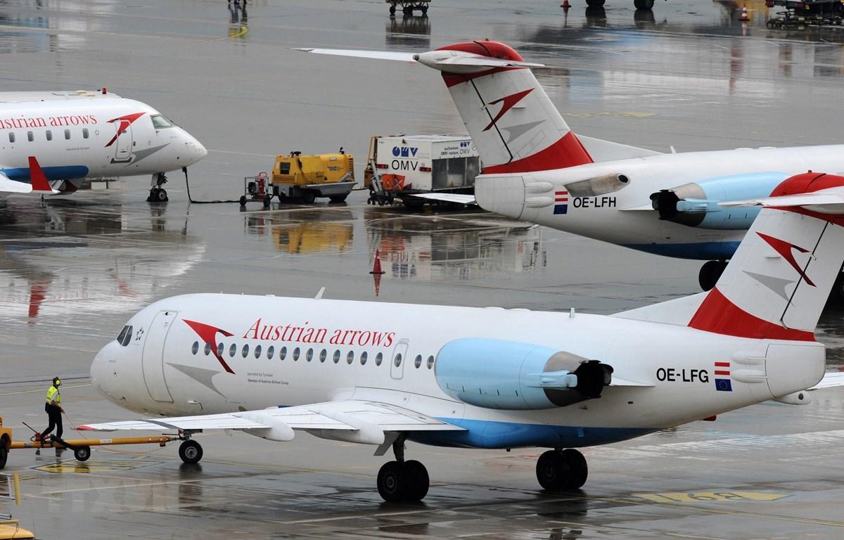 Máy bay của Hãng hàng không Austrian Airlines ở Vienna, Áo. (Ảnh: AFP/TTXVN)