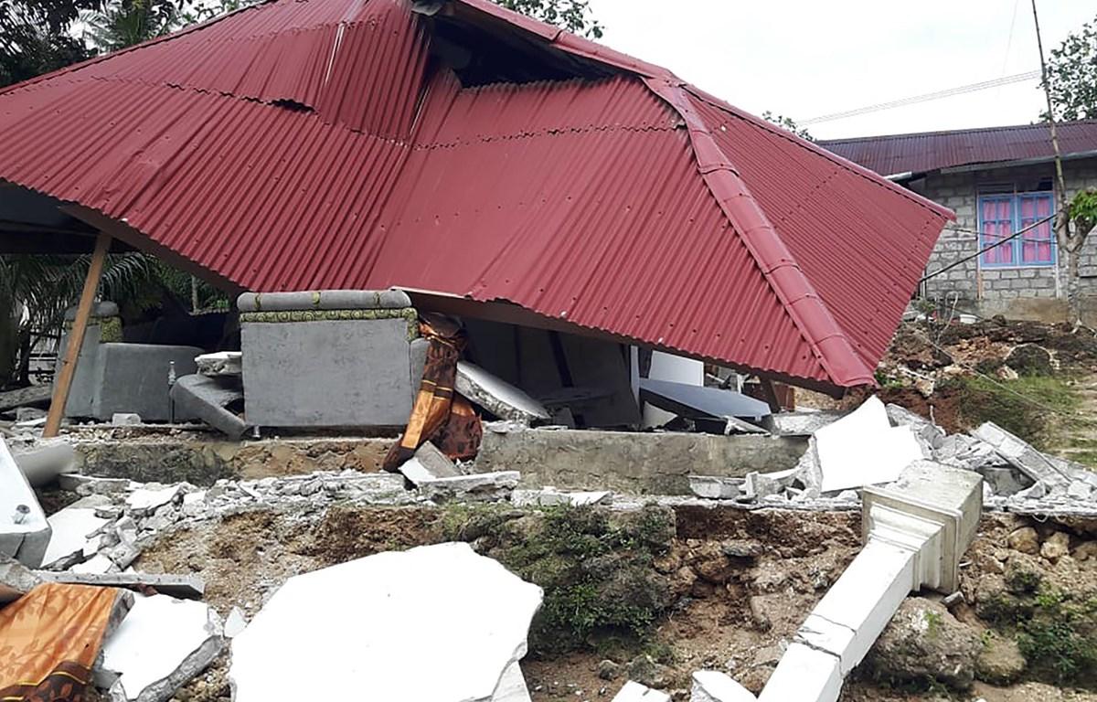 Nhà cửa bị phá hủy trong trận động đất tại Ambon, Maluku, Indonesia, ngày 27/9/2019. (Ảnh: AFP/TTXVN)