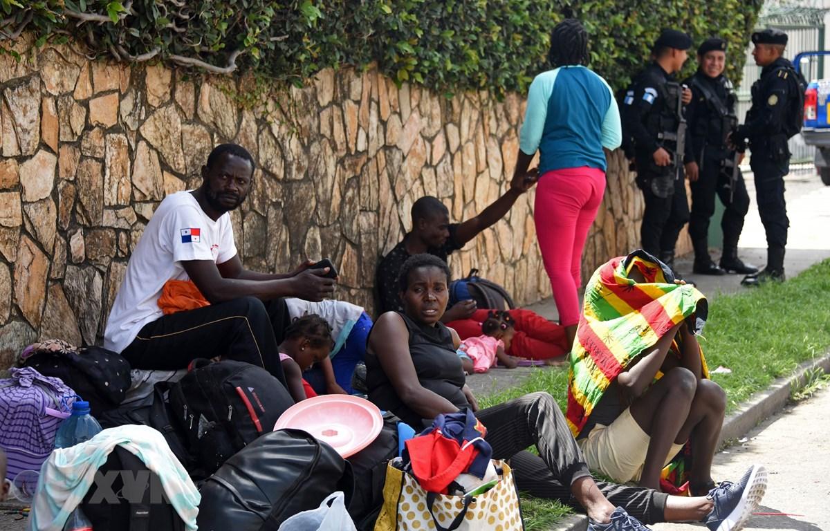 Người di cư tại khu lều tạm ở Guatemala City, Guatemala, ngày 10/6/2019. (Ảnh: AFP/TTXVN)