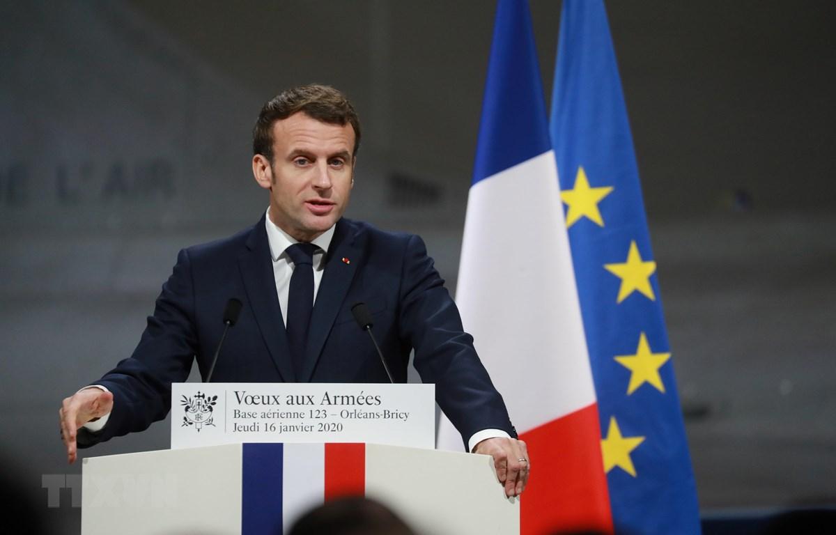Tổng thống Pháp Emmanuel Macron phát biểu trước các tướng lĩnh quân đội tại một căn cứ không quân ở Orleans-Bricy ngày 16/1/2020. (Ảnh: AFP/TTXVN)