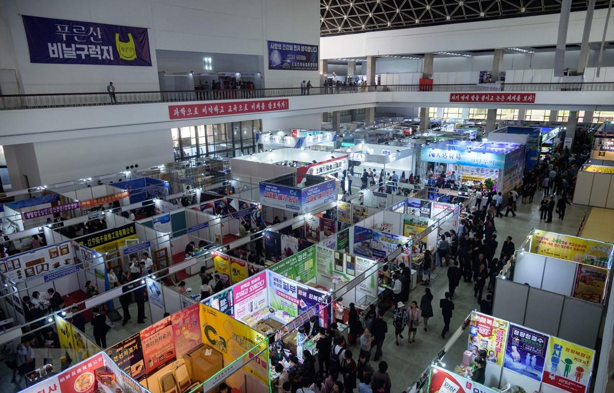Các gian hàng tại hội chợ thương mại ở Bình Nhưỡng, Triều Tiên, ngày 20/5/2019. (Ảnh: AFP/TTXVN)