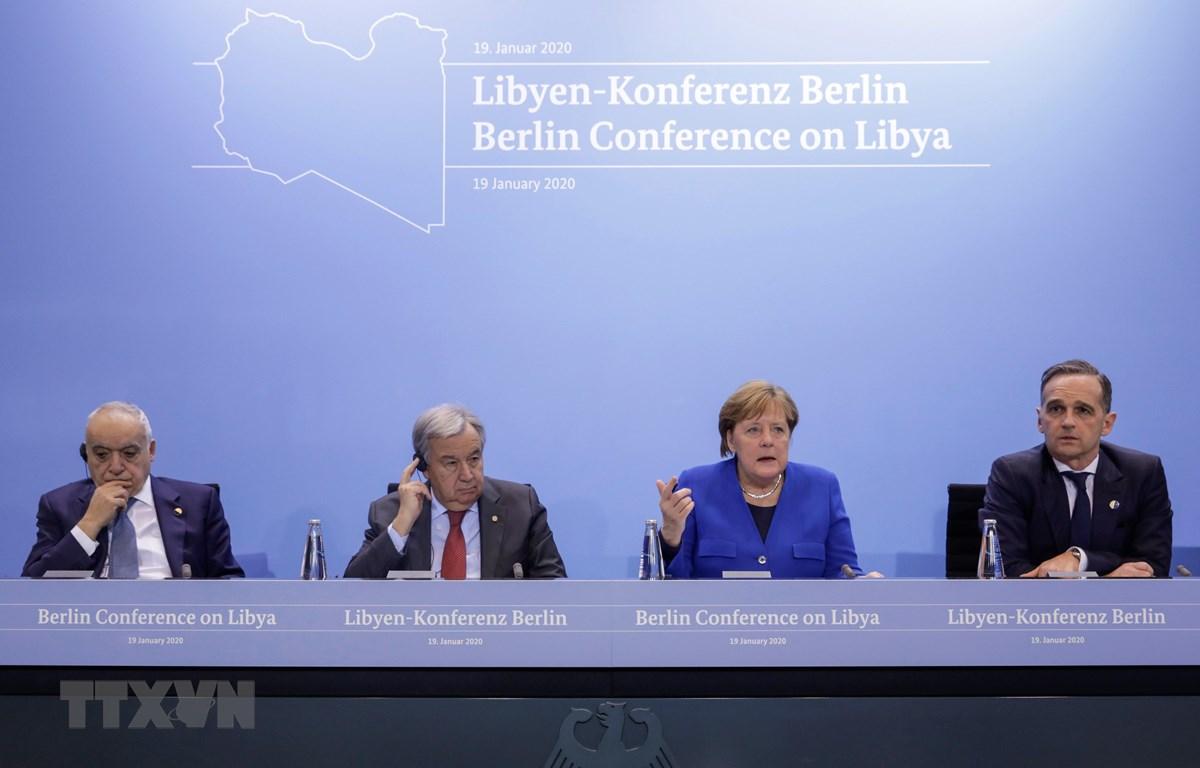 Đặc phái viên LHQ tại Libya Ghassan Salame, Tổng Thư ký LHQ António Guterres, Thủ tướng Đức Angela Merkel và Ngoại trưởng Đức Heiko Maas trong cuộc họp báo kết thúc Hội nghị hòa bình quốc tế về Libya ở Berlin ngày 19/1/2020. (Ảnh: AFP/TTXVN)