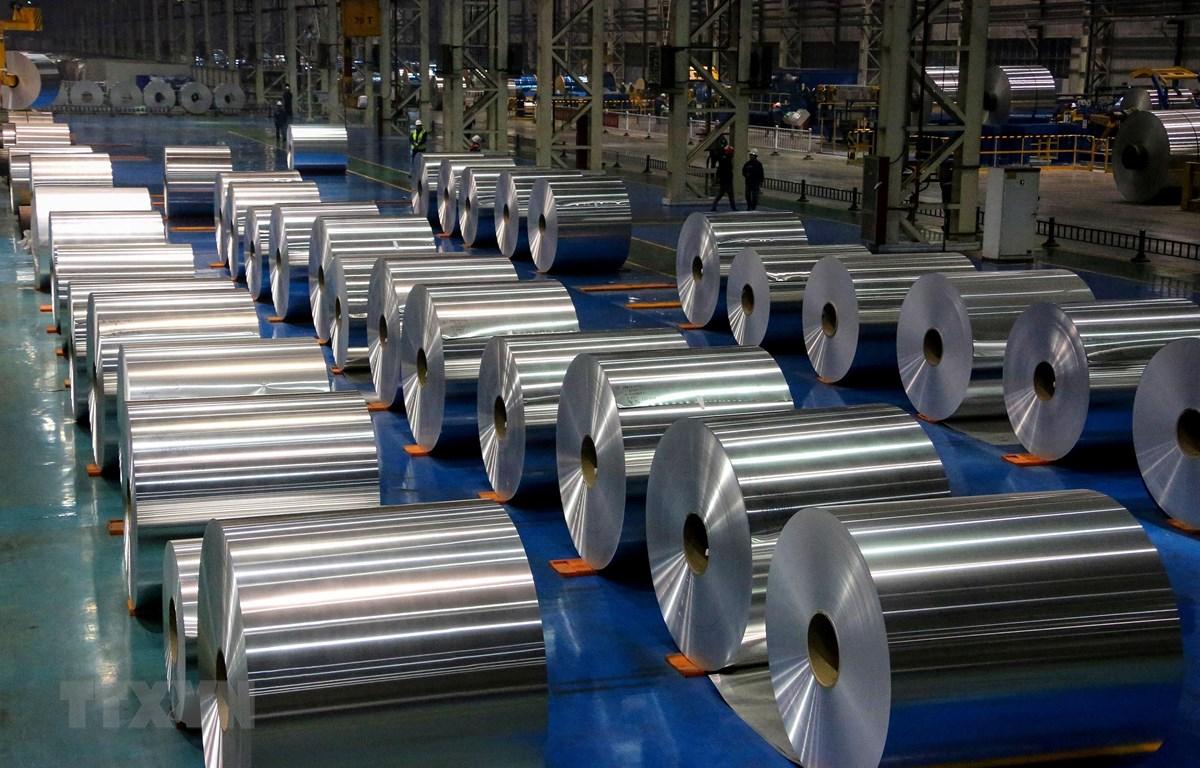Nhôm cuộn tại một nhà máy ở tỉnh Sơn Đông, Trung Quốc. (Ảnh: AFP/TTXVN)