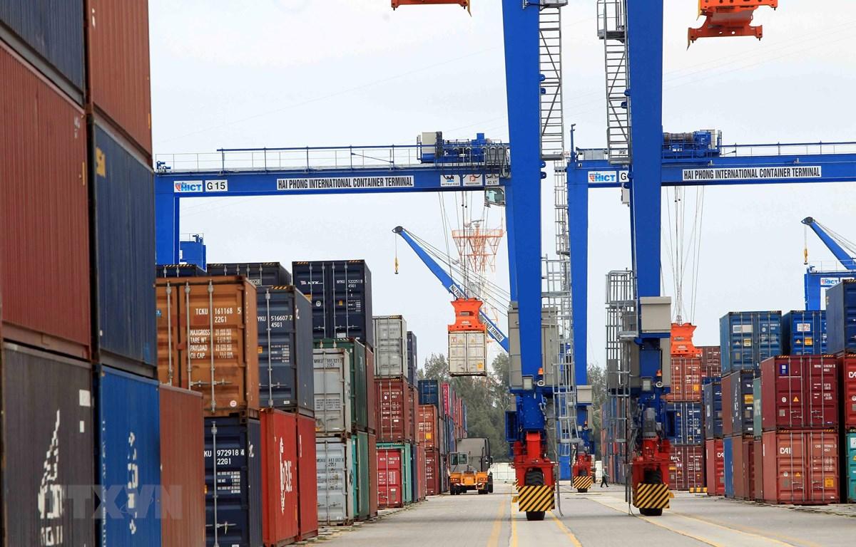 Hoạt động bốc xếp hàng nhập khẩu tại cảng biển Hải Phòng. (Ảnh: An Đăng/TTXVN)