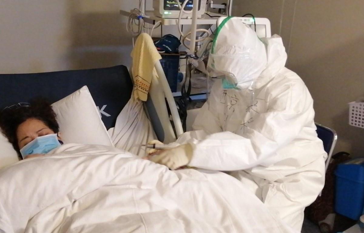 Bệnh nhân nhiễm virus corona được điều trị tại bệnh viện ở Vũ Hán, tỉnh HỒ Bắc, Trung Quốc, ngày 29/1/2020. (Ảnh: THX/ TTXVN)