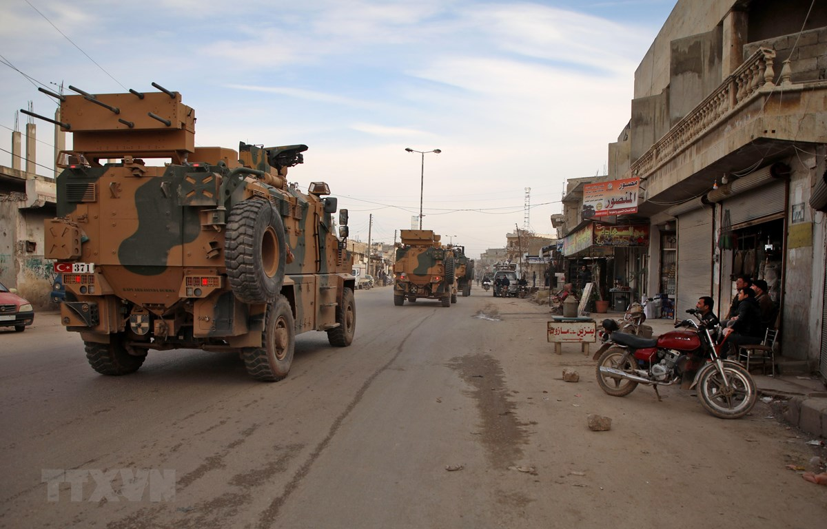 Đoàn xe quân sự của Thổ Nhĩ Kỳ tiến vào phía Nam tỉnh Idlib, Syria ngày 3/2/2020. (Ảnh: AFP/TTXVN)