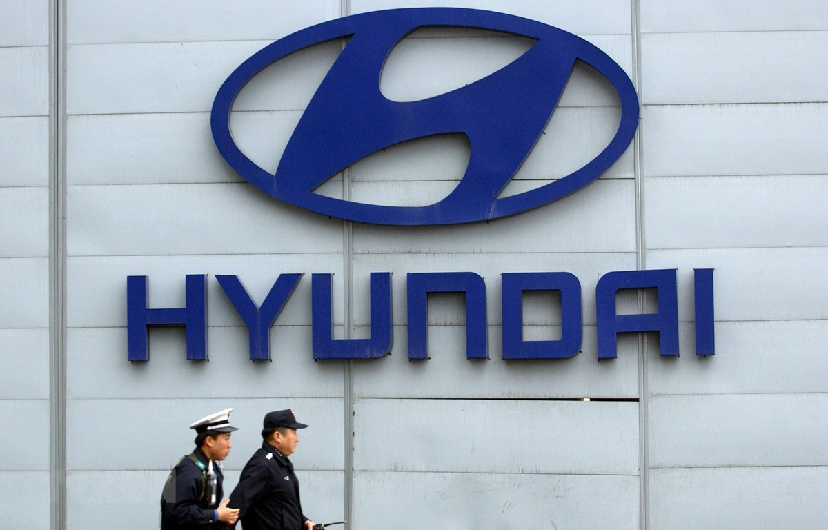 Biểu tượng Hyundai tại trụ sở của tập đoàn này ở Seoul, Hàn Quốc. (Ảnh: AFP/TTXVN)