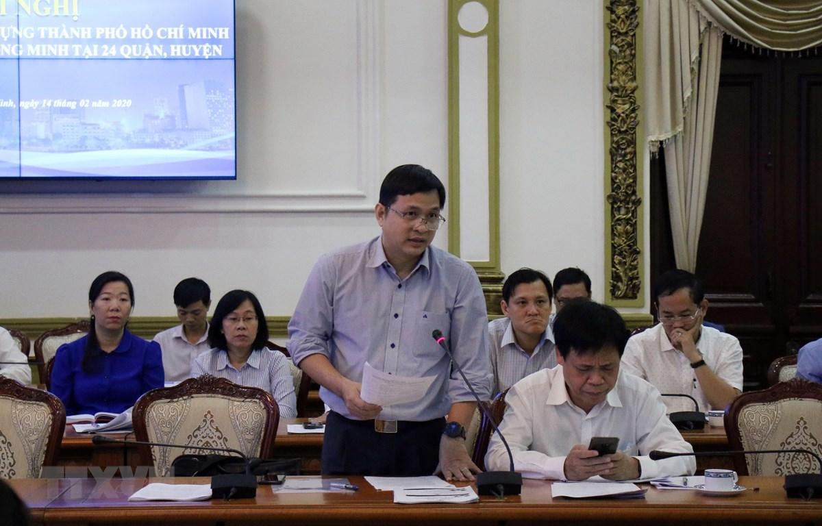 Đại diện Công viên Phần mềm Quang Trung trao đổi về vấn đề an toàn thông tin khi triển khai Đề án. (Ảnh: Tiến Lực/TTXVN)