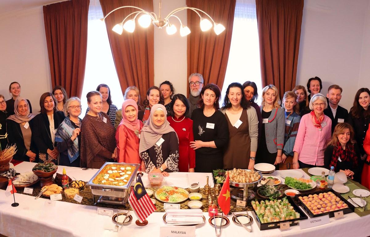 Đại sứ quán Việt Nam tại Ukraine phối hợp quảng bá văn hóa các nước ASEAN. (Ảnh: TTXVN)