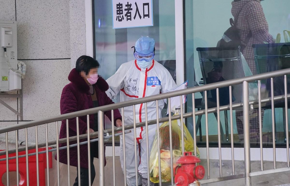 Bệnh nhân nhiễm COVID-19 được điều trị tại bệnh viện ở Vũ Hán, tỉnh Hồ Bắc, Trung Quốc, ngày 14/2/2020. (Ảnh: THX/TTXVN)