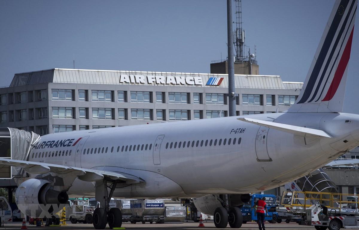 Máy bay của Hãng hàng không Air France-KLM đỗ gần trụ sở hãng tại sân bay Roissy-Charles de Gaulle, phía bắc Paris (Pháp). (Ảnh: AFP/TTXVN)