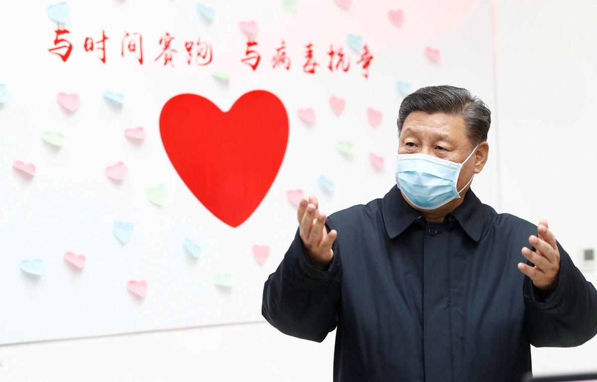 Chủ tịch Trung Quốc Tập Cận Bình tới kiểm tra một trung tâm phòng và kiểm soát bệnh dịch ở Bắc Kinh, Trung Quốc, ngày 10/2/2020. (Ảnh: THX/TTXVN)