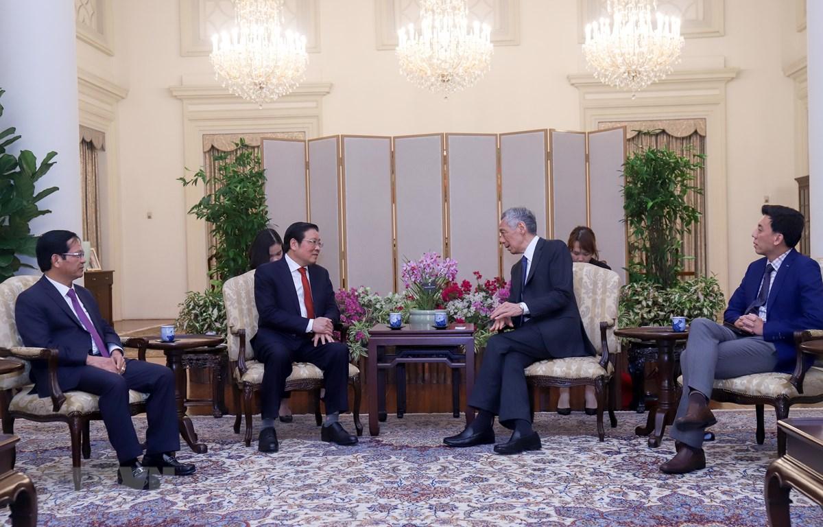 Ông Phan Đình Trạc chào xã giao Thủ tướng Singapore Lý Hiển Long ngày 20/02. (Ảnh: Lê Dương/TTXVN)