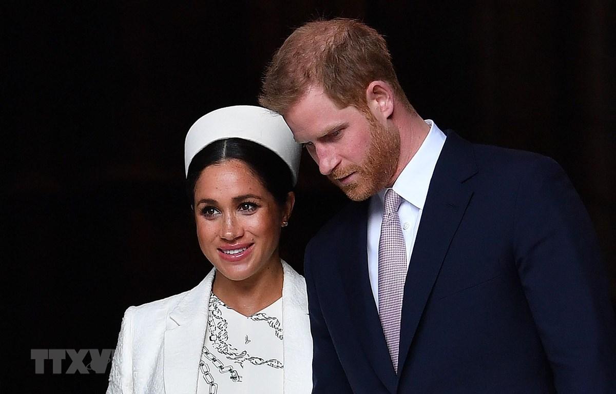 Hoàng tử Anh Harry (phải) và Công nương Meghan Markle (trái) sau khi tham dự một sự kiện ở London ngày 11/3/2019. (Ảnh: AFP/TTXVN)