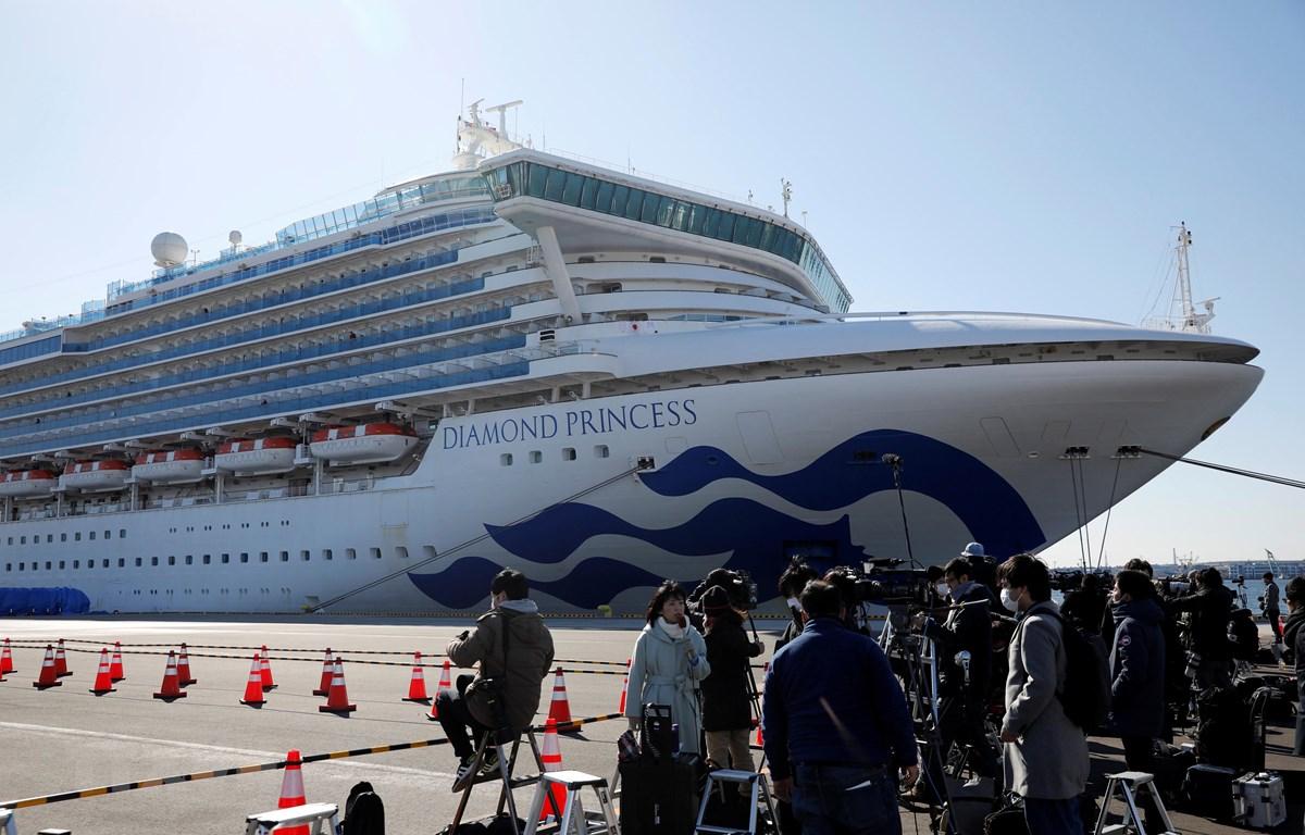 Tàu Diamond Princess neo tại cảng Yokohama, Nhật Bản ngày 11/2/2020. (Ảnh: Reuters/TTXVN)