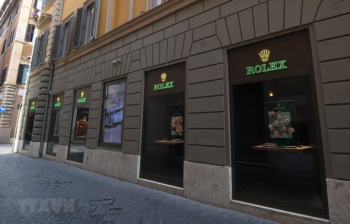 Một cửa hàng tại Rome, Italy, đóng cửa ngày 12/3/2020, trong bối cảnh dịch COVID-19 lan rộng. (Ảnh: THX/TTXVN)