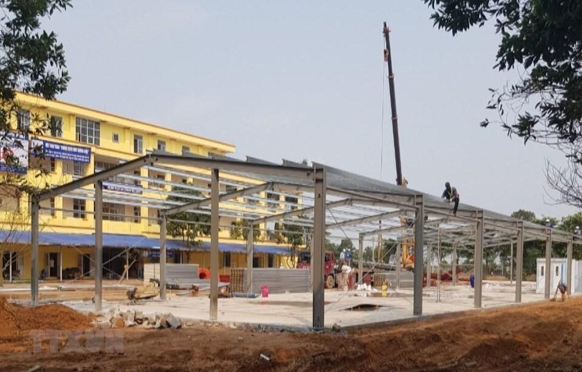 Bệnh viện dã chiến Mê Linh được tiến hành cải tạo, nâng cấp. (Ảnh: Nguyễn Văn Cảnh/TTXVN)
