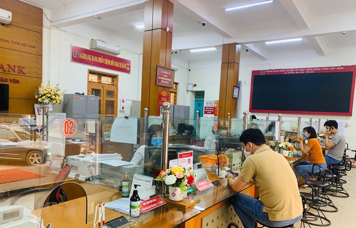 Ngân hàng Agribank huyện Văn Yên (Yên Bái) đã nhanh chóng triển khai nhiều chương trình, giải pháp hỗ trợ tài chính cho các doanh nghiệp bị ảnh hưởng bởi dịch bệnh COVID-19. (Ảnh: Hải Quân/TTXVN)