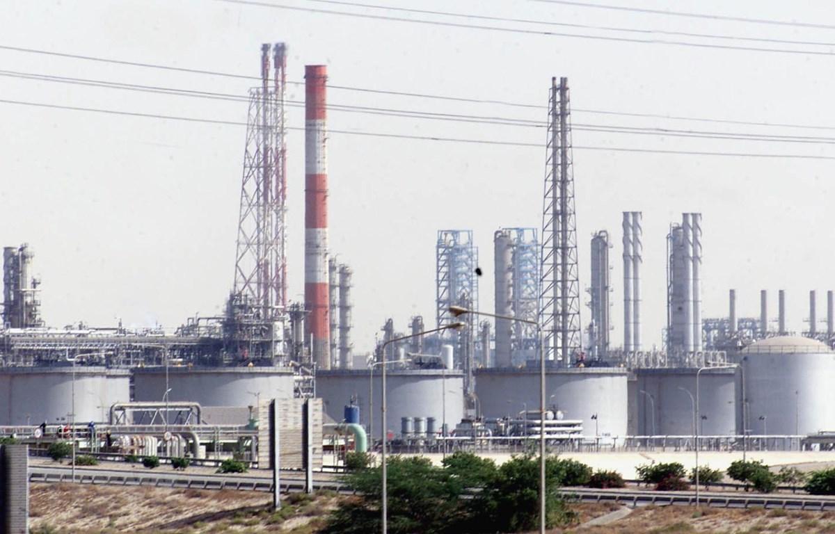 Một cơ sở khai thác dầu tại Jubail, Saudi Arabia. (Ảnh: AFP/TTXVN)