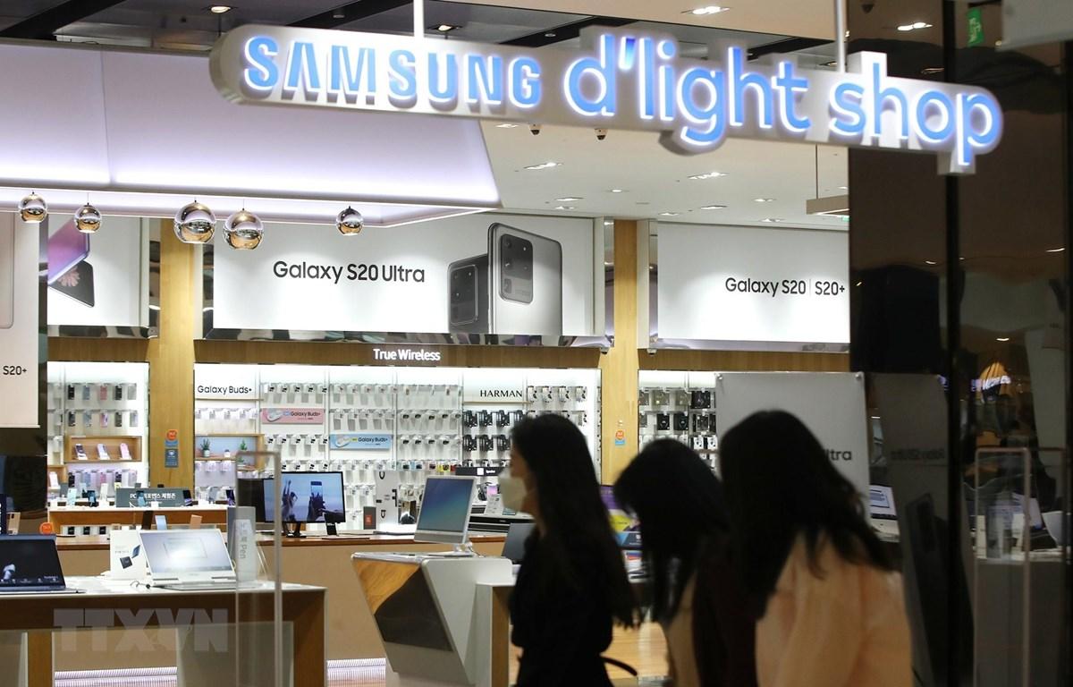 Một cửa hàng của Tập đoàn điện tử Samsung ở Seoul, Hàn Quốc, ngày 7/4/2020. (Ảnh: YONHAP/TTXVN)