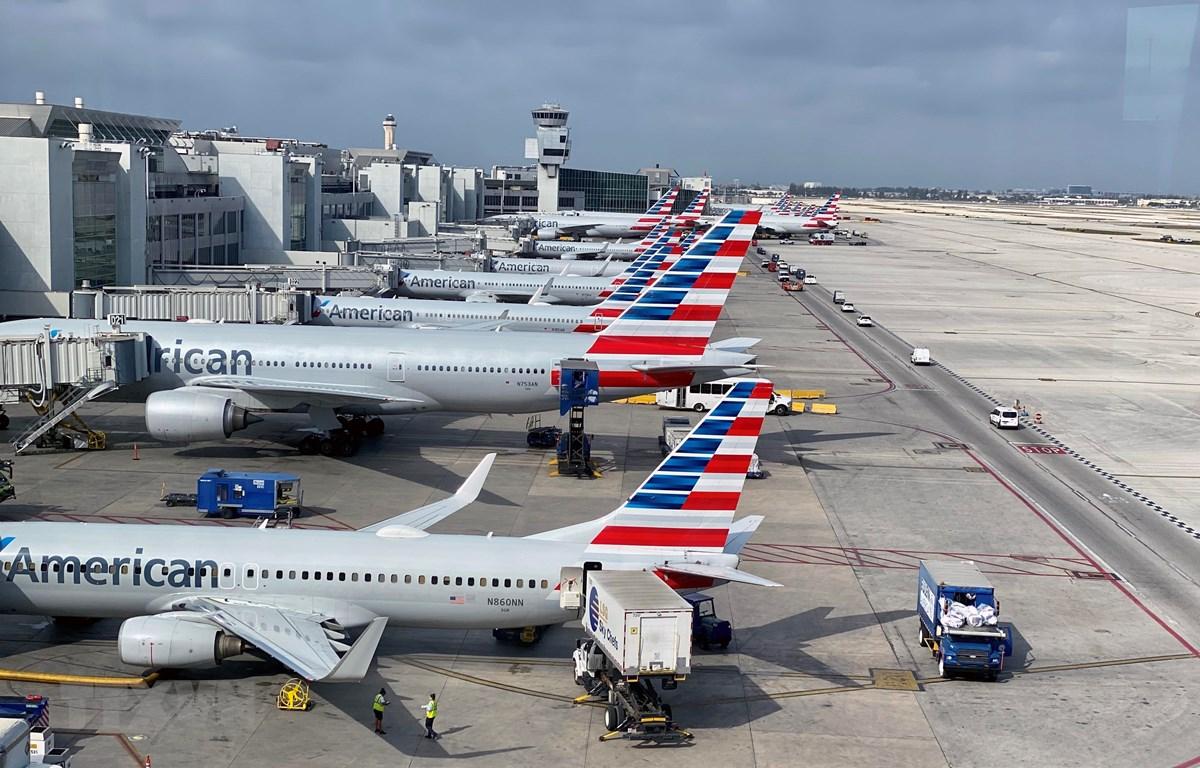 Máy bay của hãng hàng không American Airlines tại sân bay quốc tế Miami, bang Florida, Mỹ ngày 3/3/2020. (Ảnh: AFP/TTXVN)