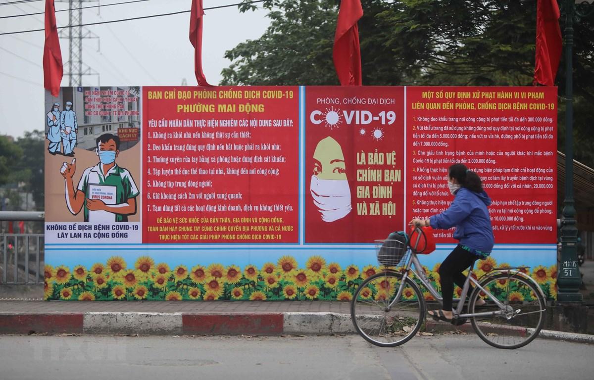 Pano tuyên truyền cho người dân nâng cao nhận thức trong công tác phòng chống dịch COVID-19 tại Bình Thuận. (Ảnh: Thanh Tùng/TTXVN)