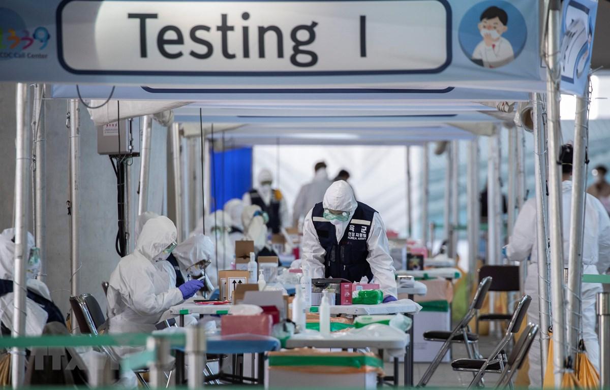 Một trạm kiểm dịch y tế nhập cảnh ở sân bay quốc tế Incheon, Hàn Quốc, ngày 27/3/2020. (Ảnh: THX/TTXVN)