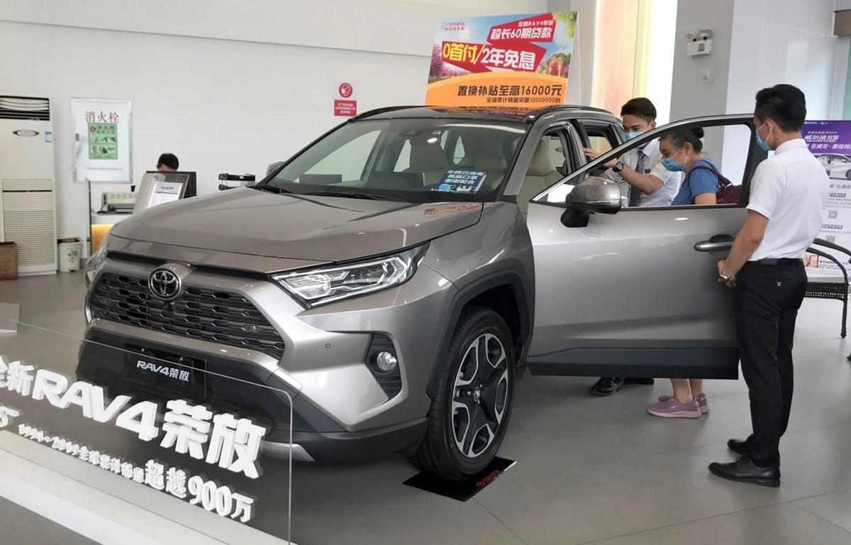 Một chiếc SUV Toyota được bày bán tại một đại lý ôtô ở Quảng Châu, Trung Quốc. (Nguồn: asia.nikkei.com)