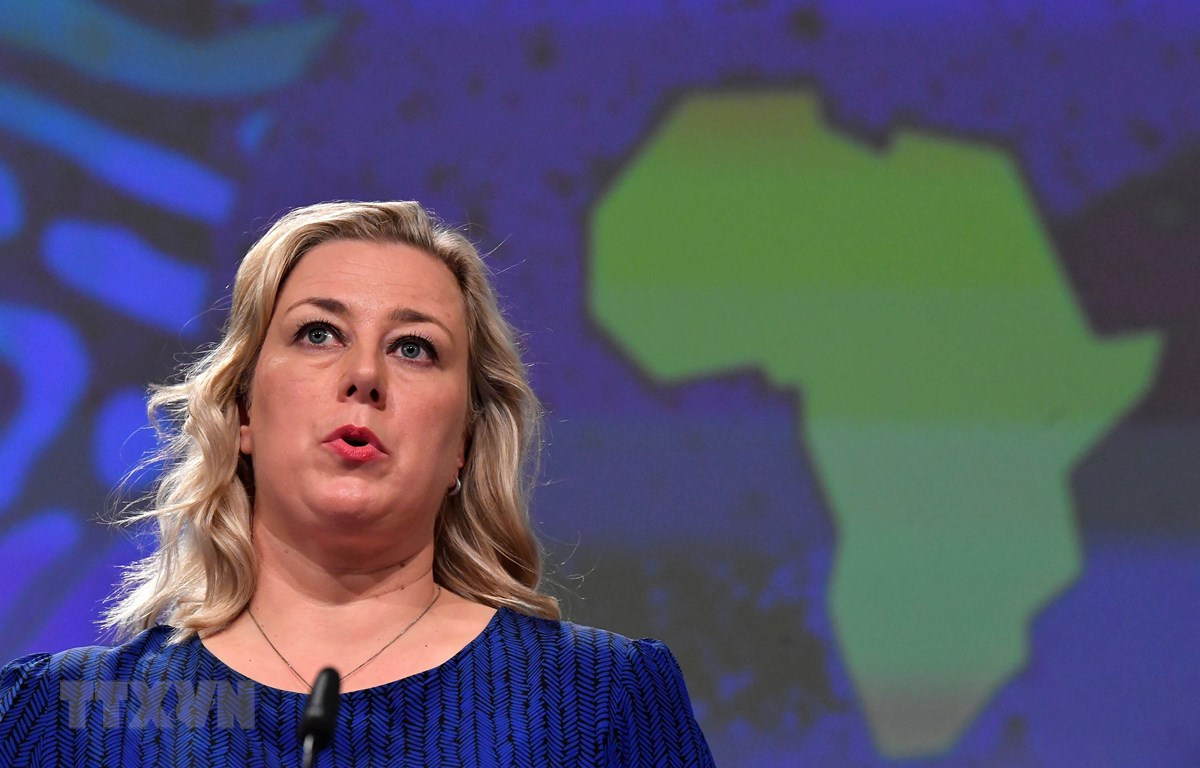 Ủy viên châu Âu phụ trách về hợp tác quốc tế Jutta Urpilainen tại cuộc họp báo ở Brussels, Bỉ. (Ảnh: AFP/TTXVN)