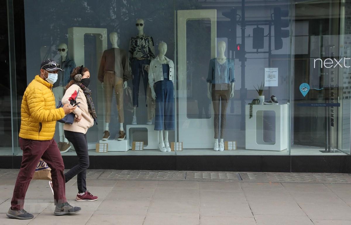 Các cửa hàng ở Oxford, London (Anh) ngừng hoạt động trong bối cảnh lệnh phong tỏa được áp đặt nhằm ngăn dịch COVID-19 lây lan, ngày 1/5/2020. (Ảnh: THX/TTXVN)