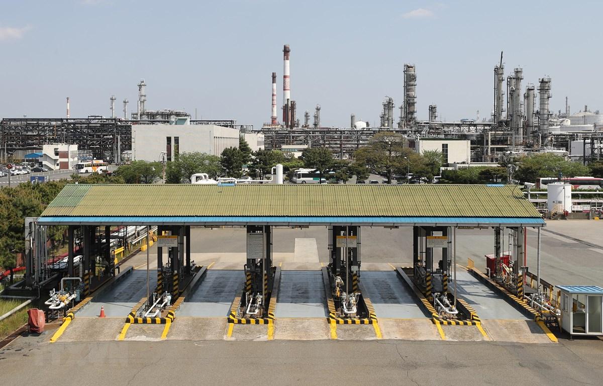 Một nhà máy lọc dầu tại Ulsan, cách thủ đô Seoul của Hàn Quốc 414km về phía Đông Nam, ngày 23/4/2020. (Ảnh: Yonhap/TTXVN)