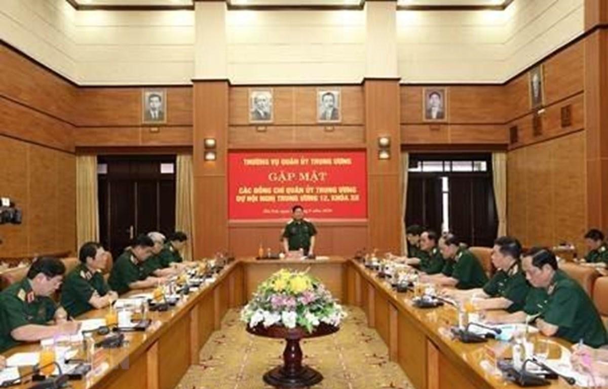Gặp mặt các đại biểu quân đội dự Hội nghị lần thứ 12 Ban Chấp hành Trung ương khóa XII. (Ảnh: TTXVN phát)