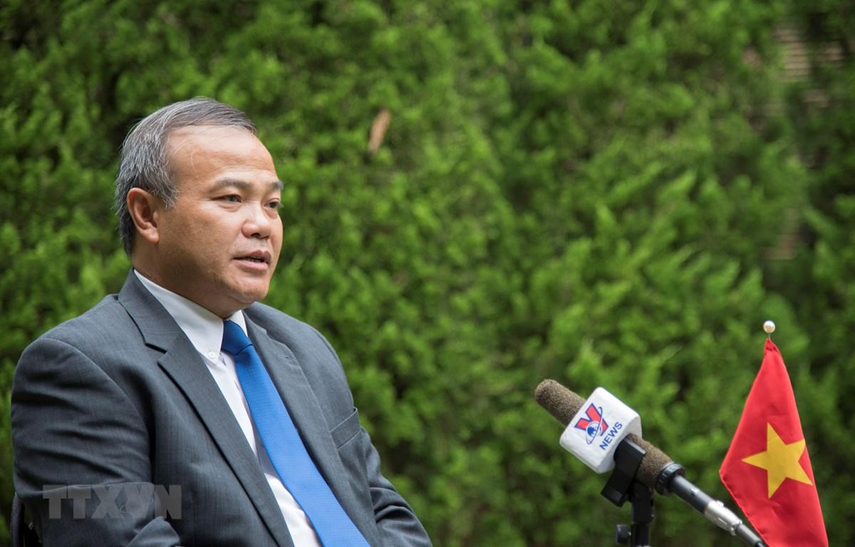 Đại sứ Việt Nam tại Nhật Bản Vũ Hồng Nam trả lời phỏng vấn TTXVN. (Ảnh: TTXVN)