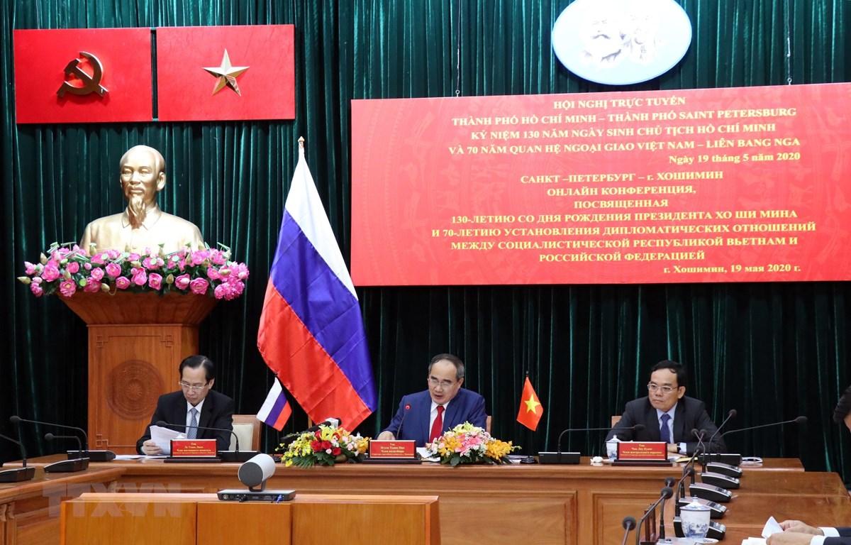Ủy viên Bộ Chính trị, Bí thư Thành ủy Thành phố Hồ Chí Minh Nguyễn Thiện Nhân (giữa) chủ trì Hội nghị. (Ảnh: Xuân Khu/TTXVN)