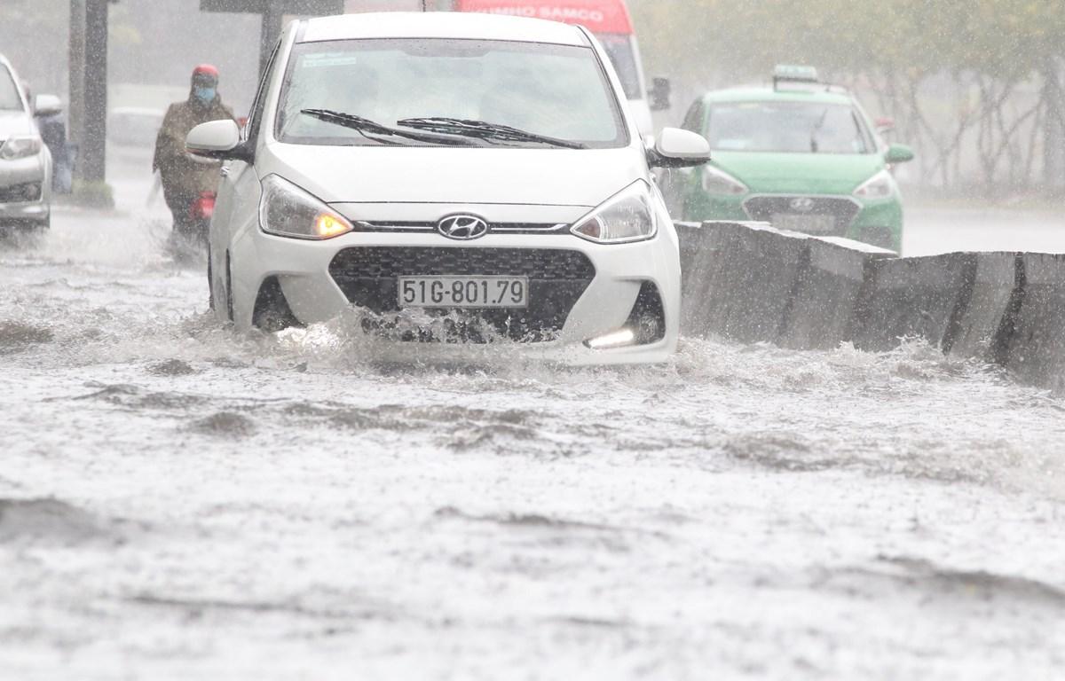 Ngập lụt đô thị một phần do quá trình phát triển đô thị thiếu đồng bộ. (Ảnh: Trần Xuân Tình/TTXVN)