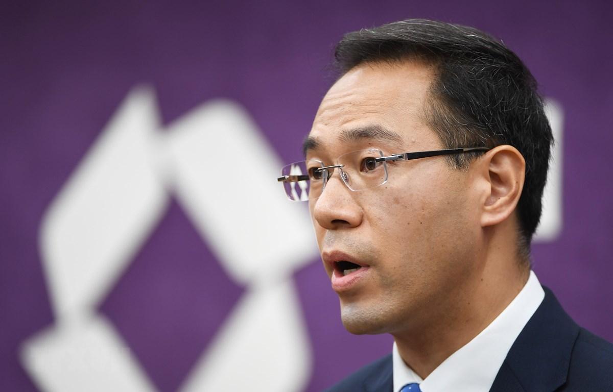 Người phát ngôn Bộ Thương mại Trung Quốc Cao Phong phát biểu tại một cuộc họp báo ở Bắc Kinh. (Ảnh: AFP/TTXVN)