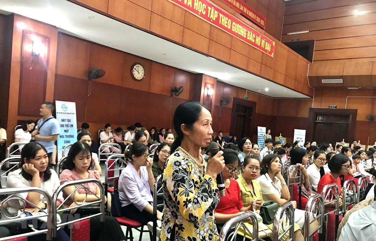 Gần 200 phụ nữ và trẻ em, đại diện các tầng lớp trên địa bàn thành phố tham dự diễn đàn. (Ảnh: Kim Thu/TTXVN)
