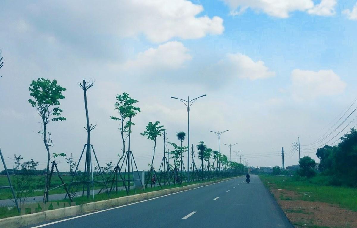 Tuyến đường từ Trung tâm hành chính huyện Mê Linh đi Thị trấn Chi Đông (giai đoạn 1) được hoàn thành năm 2019. (Ảnh: Minh Nghĩa/TTXVN)