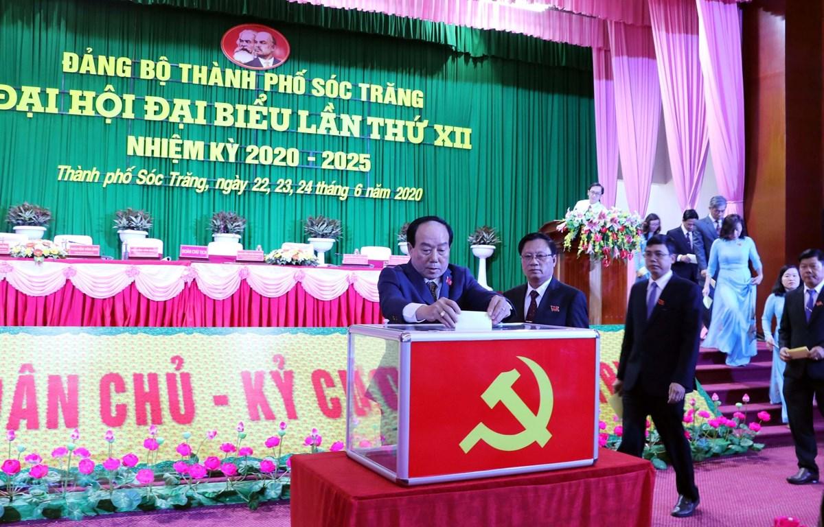 Đại hội Đảng bộ thành phố Sóc Trăng bầu trực tiếp Bí thư Thành ủy. (Ảnh: Trung Hiếu/TTXVN)