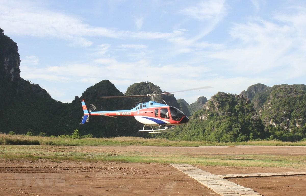 Máy bay xuất phát từ điểm Bến thuyền Tràng An, Khu du lịch sinh thái Tràng An. (Ảnh: Hải Yến/TTXVN)